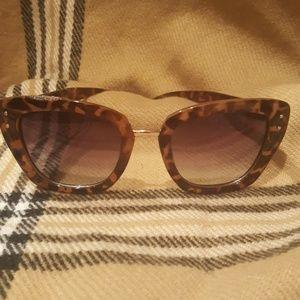 Authentic TAHARI tortoise shell print Sunglasses
